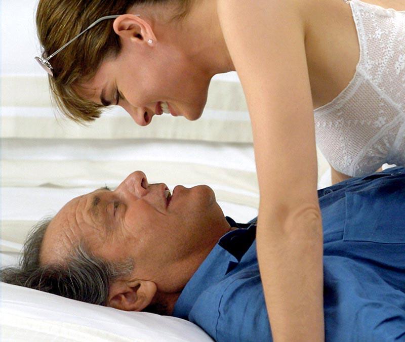549b4f06a8262_-_elle-60-year-old-men-dating-v