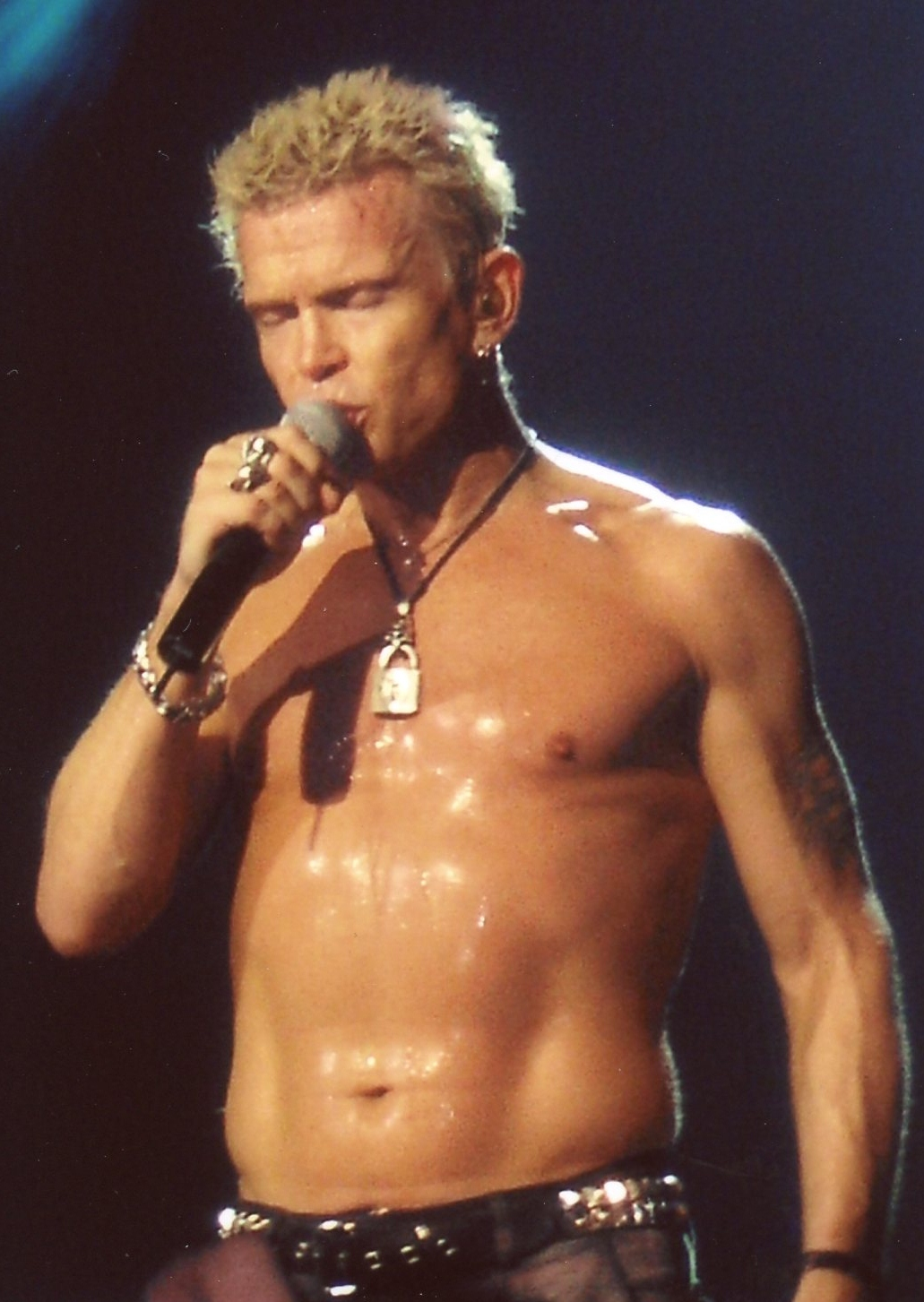 Billy_Idol_Brixton_Academy_London_11.11.2005_(2)