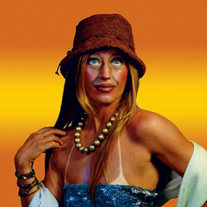 a critique of society portraits an art work by cindy sherman Sherman in her socially critical photography turned the camera on herself  creating scenes of fashion, advertising, and girl-next-door roles.